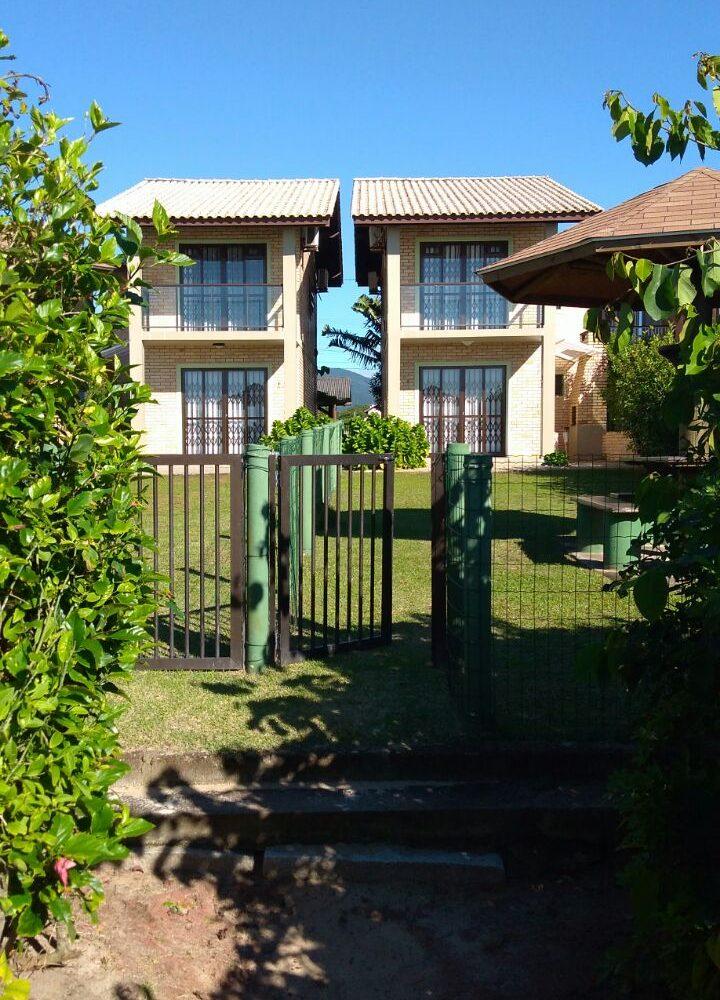 Terreno com 2 casas em Mariscal Bombinhas - Rodacki Imóveis